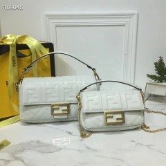 fendi it bag全皮法棍包 白色大小号对比