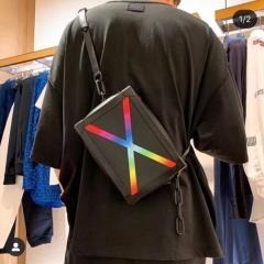 充满未来感的LV炫彩系列软盒子包
