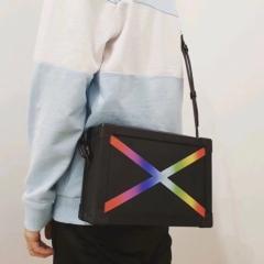 LV2019男装秀走秀款 SOFT TRUNK炫彩软盒子包